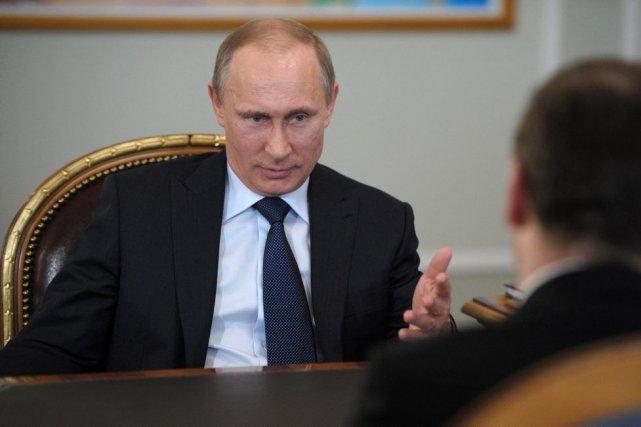 Le président Poutine a rencontré le premier ministre... (PHOTO AP/RIA-NOVOSTI)