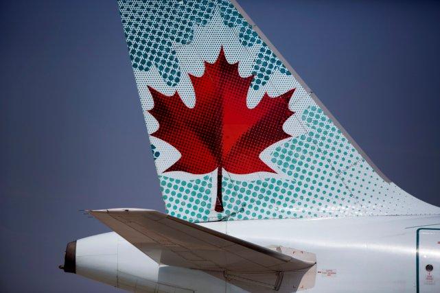 Air Canada a présenté des excuses après la diffusion d'une vidéo montrant un... (PHOTO ARCHIVES BLOOMBERG)