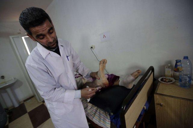 Faute de moyens, ces professionnels de la santé... (PHOTO JOSEPH EID, AFP)