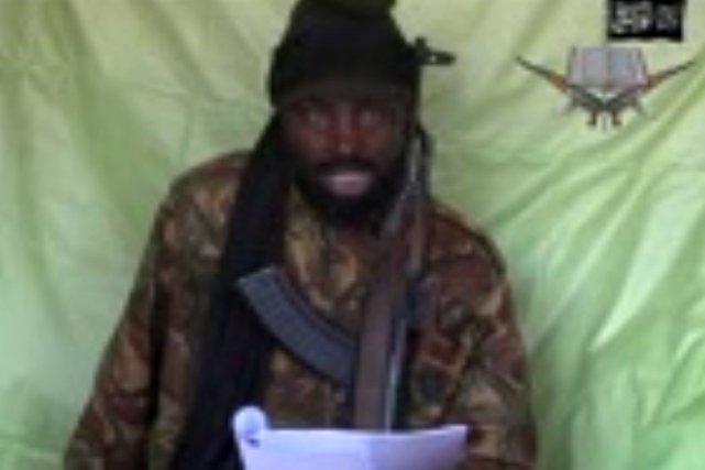 Le chef du groupe islamiste, Abubakar Shekau, a... (Capture d'écran obtenue par l'AFP)