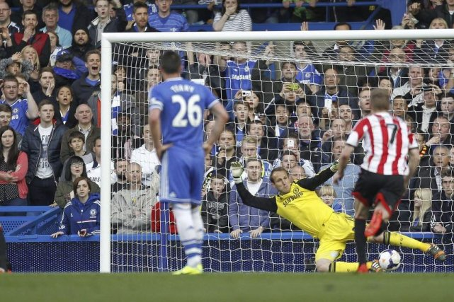 Le gardien Mark Schwarzer a accordé le but... (PHOTO IAN KINGTON, AFP)