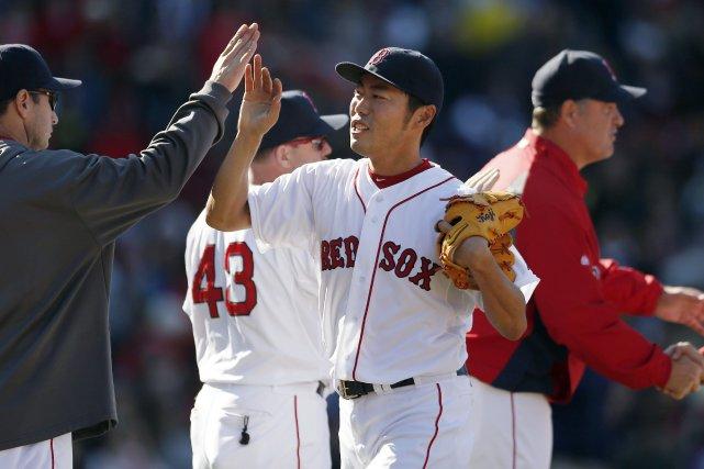 Koji Uehara célèbre la victoire avec ses coéquipiers.... (Photo Michael Dwyer, AP)