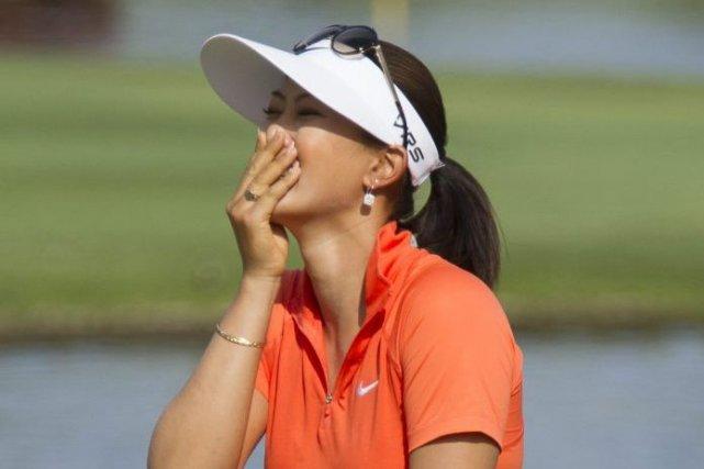 Michelle Wie, émue de sa victoire.... (Photo AP)
