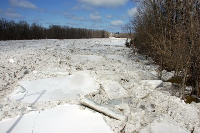 Un embâcle sur la rivière Matane.... (Collaboration spéciale Johanne Fournier)