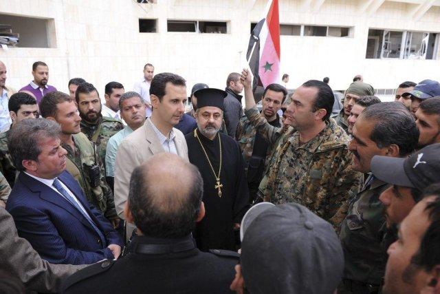 Lors de son déplacement surprise à Maaloula, M.Assad... (PHOTO REUTERS/SANA)