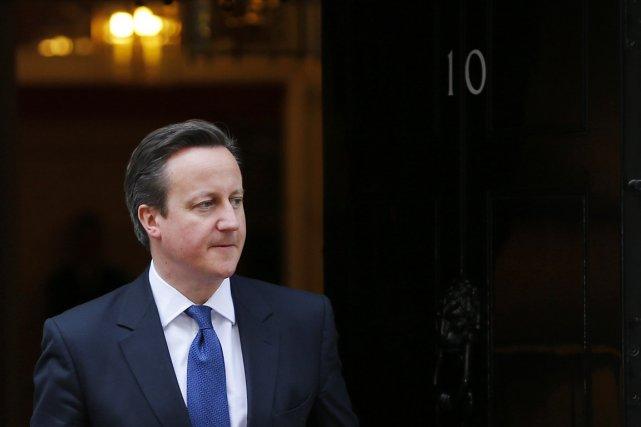 Le premier ministre britannique, David Cameron, devant le... (PHOTO STEFAN WERMUTH, REUTERS)