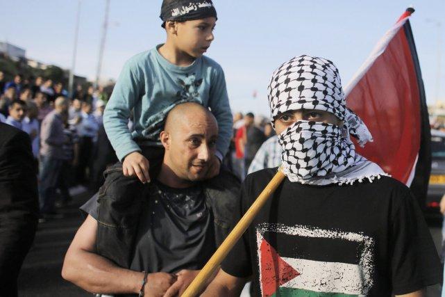 Environ 500 personnes étaient rassemblées en scandant «Oum... (PHOTO AMMAR AWAD, REUTERS)