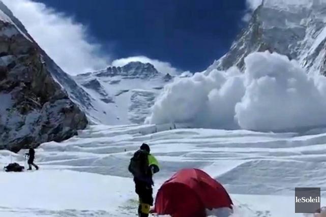 Treize sherpas ont été tués dans l'avalanche vendredi... (Photothèque Le Soleil)