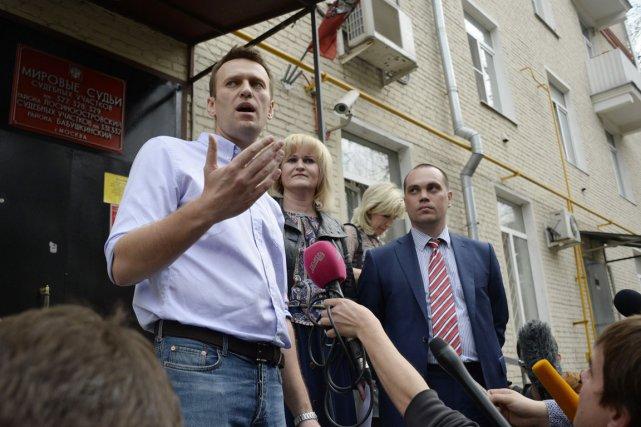 Plus tôt dans la journée, Alexeï Navalny était... (PHOTO ALEXANDER NEMENOV, AFP)