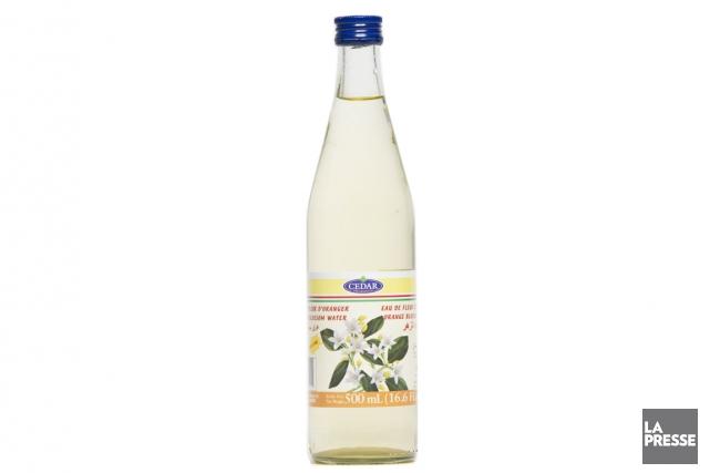 Obtenu par la distillation des fleurs de l'oranger amer, ce produit du Liban... (Photo David Boily, La Presse)