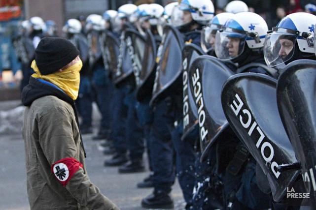 Le 15 mars 2011, les policiers avaient procédé... (Photo: Patrick Sanfaçon, archives La Presse)