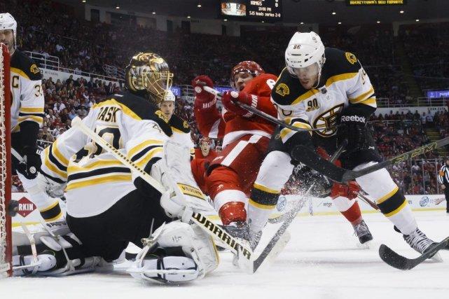 Tuukka Rask a effectué 23 arrêts et propulsé les Bruins de Boston vers un jeu... (Photo: Reuters)