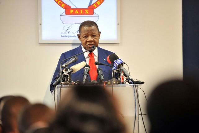 Le porte-parole du gouvernement Lambert Mende.... (PHOTO JUNIOR D. KANNAH, ARCHIVES AFP)