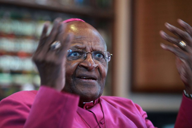 Desmond Tutu... (PHOTO ARCHIVES AGENCE FRANCE-PRESSE)