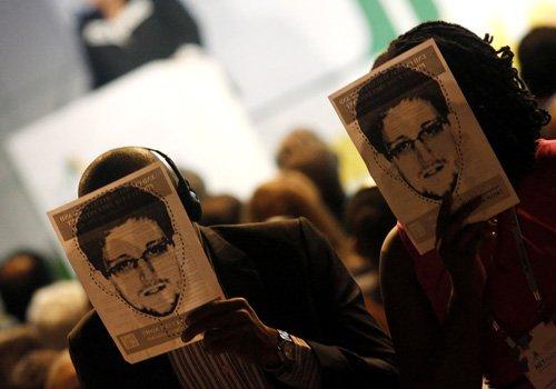 Des participants à la conférence NETmundial couvrent leur... (Photo: Reuters)