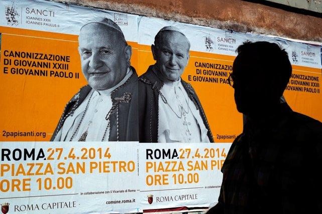 Jean Paul II sera canonisé dimanche en même... (PHOTO FILIPPO MONTEFORTE, AFP)
