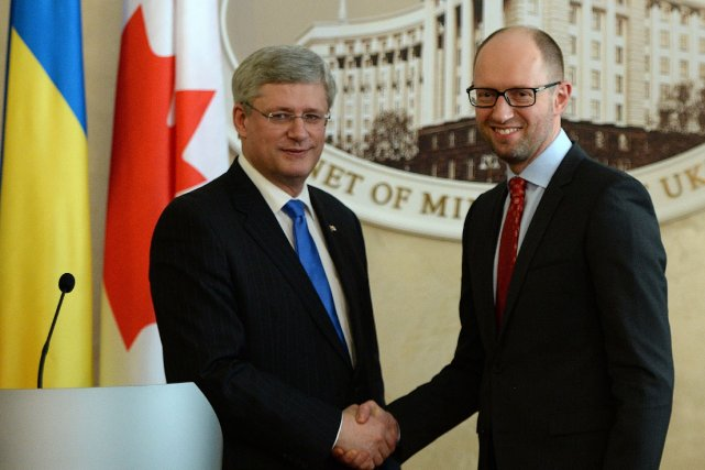 Le premier ministre Stephen Harper et son homologue... (Photo Sean Kilpatrick, PC)