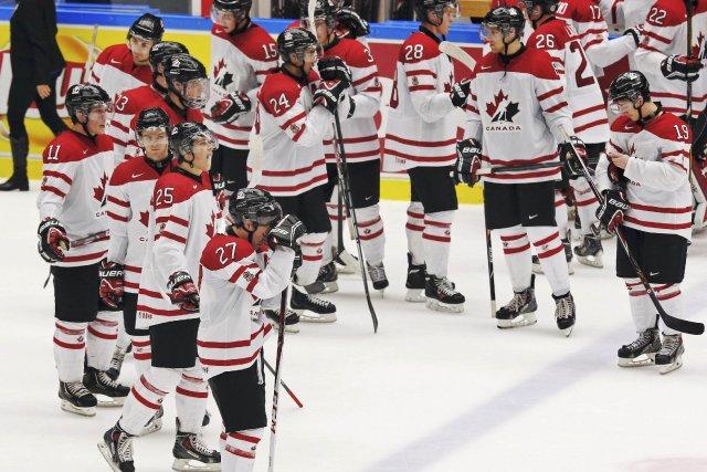 Le Canada a accédé aux demi-finales du Championnat du monde de hockey des moins... (Photo ALEXANDER DEMIANCHUK, Reuters)