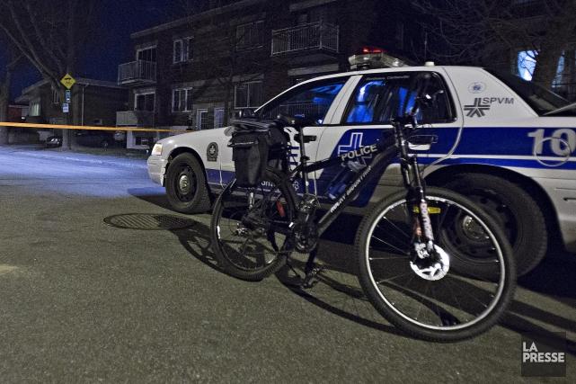 Un conducteur a délibérément heurté un policier à vélo avec sa voiture jeudi... (Photo Félix O.J. Fournier, La Presse)