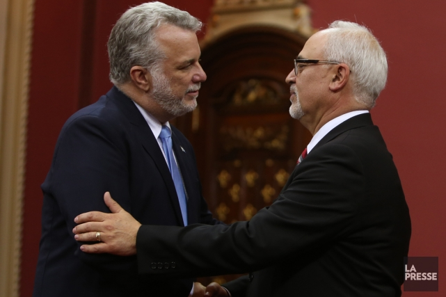 Le premier ministre Philippe Couillard et son ministre... (Photo archives La Presse Canadienne)