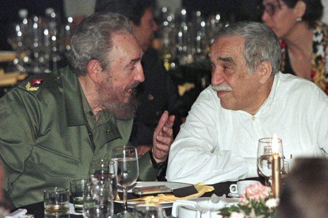 Fidel Castro en conversation avec Gabriel Garcia Marquez... (PHOTO RAFAEL PEREZ, REUTERS)