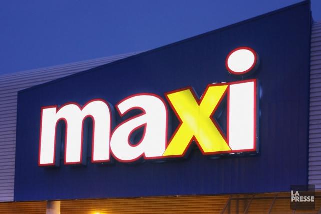 Hier matin, des employés de Maxi dans plusieurs... (PHOTO FRANÇOIS ROY, ARCHIVES LA PRESSE)
