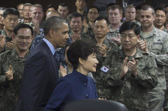 Barack Obama en compagnie du président sud-coréen Park... (Photo AFP)