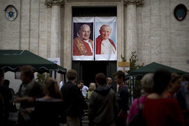 La double canonisation de Jean Paul II et... (PHOTO EMILIO MORENATTI, AP)