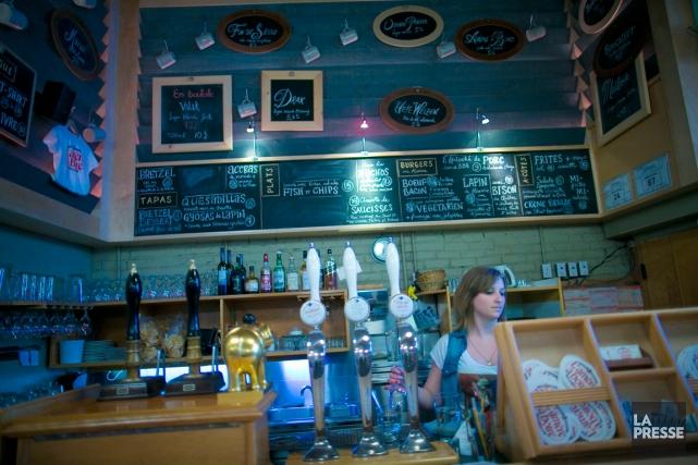 Le bar L'amère à boire est au nombre... (PHOTO ANDRÉ PICHETTE, ARCHIVES LA PRESSE)