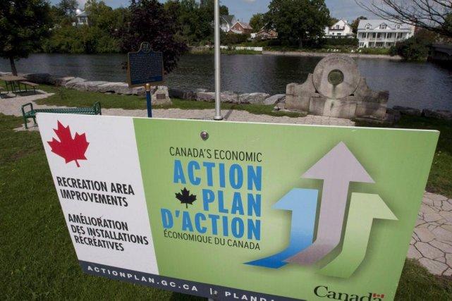 Une pancarte d'un plan d'action du gouvernement fédéral.... (PHOTO ARCHIVES LA PRESSE CANADIENNE)
