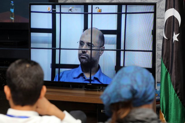 Alors que le juge lui demandait s'il avait... (PHOTO MAHMUD TURKIA, AFP)