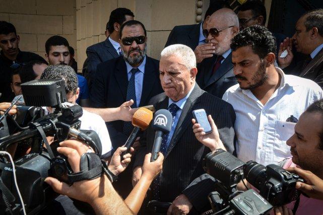 Un des avocats des 42 accusés,Mohammed Damaty, s'adresse... (PHOTO MOHAMED EL-SHAHED, AFP)