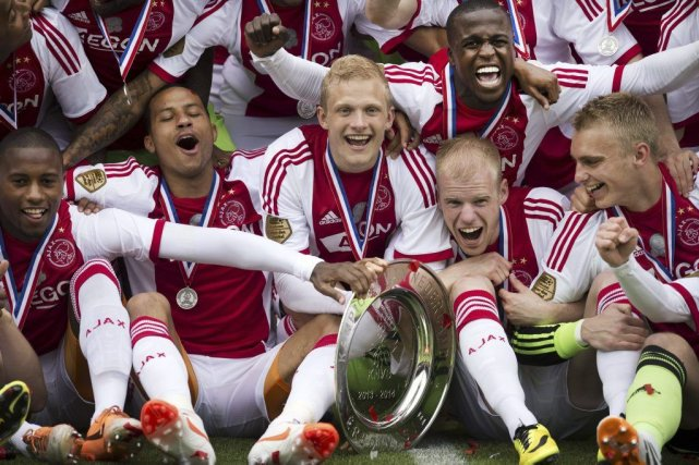 Ce sacre assure à l'Ajax une qualification directe... (PHOTO OLAF KRAAK, AFP)