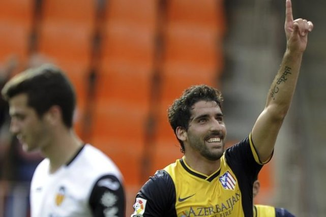 Raul Garcia célèbre son but.... (PHOTO JOSE JORDAN, AFP)