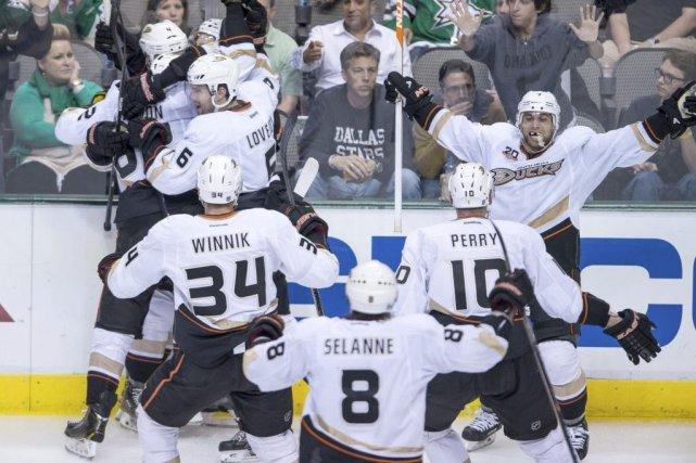 Les Ducks d'Anaheim ont effacé un retard de deux buts tard en troisième... (Photo: Reuters)