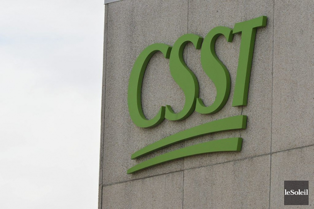 Le logo de la CSST au siège-social de... (PHOTO PATRICE LAROCHE, LE SOLEIL)