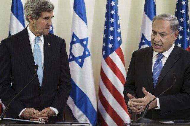 John Kerry et Benjamin Netanyahu.... (Photo Brendan Smialowski, archives Agence France-Presse)