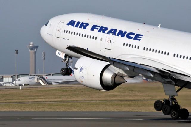 Un avion d'Air France à Roissy.... (Photo archives AFP)
