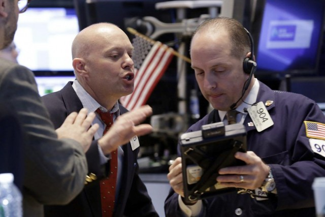 FILE - Traders Daniel Leporin, left, and Michael... (Photo Richard Drew, archives AP)
