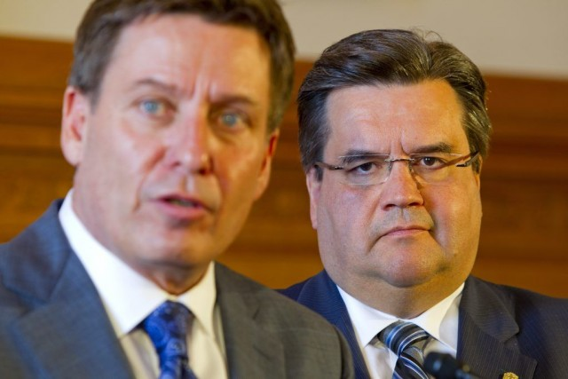 Le ministre des Affaires minicipales Pierre Moreau et... (Photo Alain Roberge, La Presse)