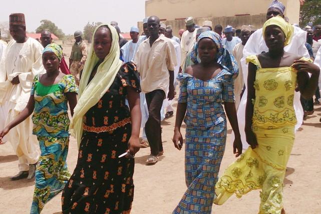 Quatre étudiantes de l'école secondaire de Chibok, au... (PHOTO HARUNA UMAR, ARCHIVES AP)