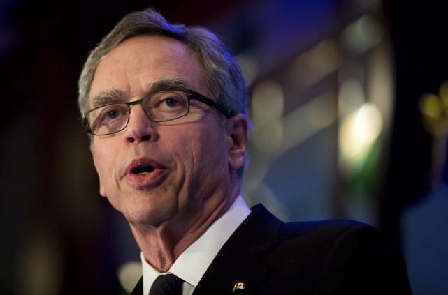 Le ministre fédéral des Finances,JoeOliver, suit de près... (PHOTO DARRYL DYCK, ARCHIVES LA PRESSE CANADIENNE)
