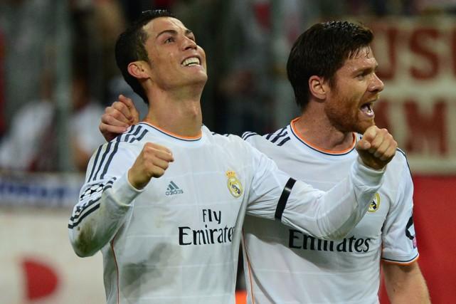 Cristiano Ronaldo (à gauche) est entré mardi dans... (Photo John MacDougall, AFP)