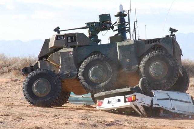 Un robot militaire testé sur le terrain... (Photo Archives PC)