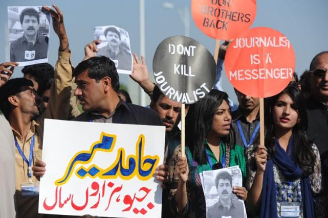 Des gens ont manifesté en soutien àHamidMir, étoile... (Photo: AFP)