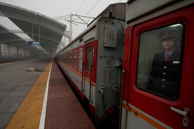 Un train de passagers en Chine... (PHOTO ED JONES, ARCHIVES AFP)