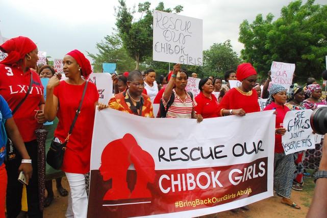 Tous vêtus de rouge, les manifestants, qui se... (PHOTO PHILIP OJISUA, AFP)