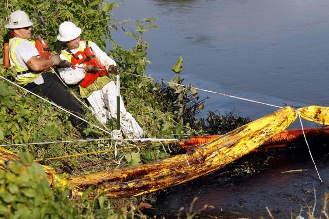 Le meilleur exemple de déversement en eau douce... (Photo Rebecca Cook, Archives Reuters)