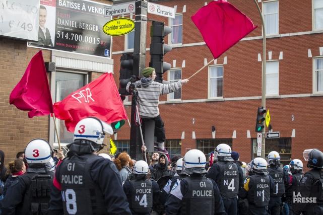 Les personnes qui souhaitaient manifester à l'occasion de la journée... (Photo Olivier Pontbriand, La Presse)
