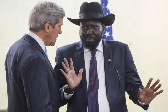 Le président Salva Kiir gesticule alors qu'il s'entretient... (PHOTO SAUL LOEB, REUTERS)